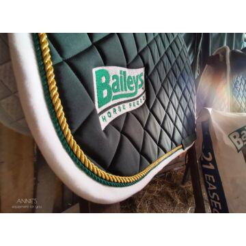 Baileys Horse Feeds sötétzöld univerzális nyeregalátét
